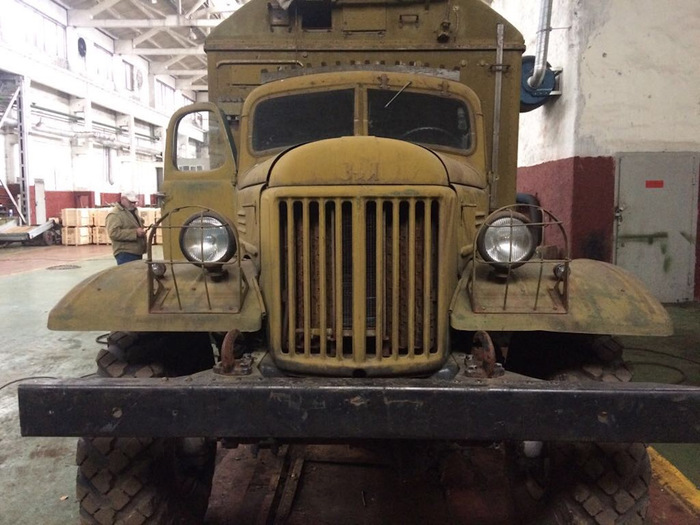 And Old ZIL-157 Truck Restored to Look Like New