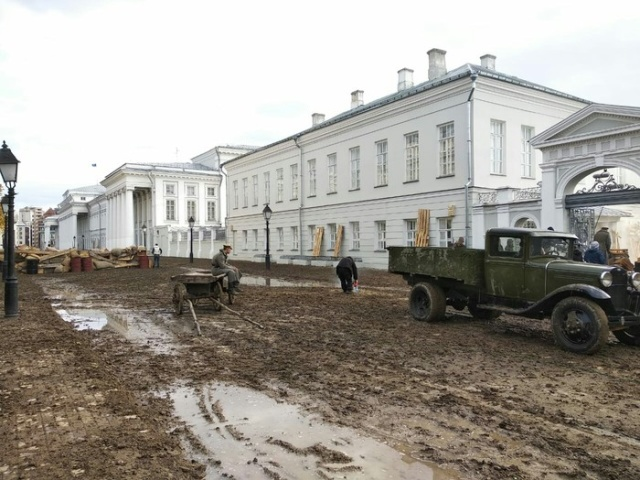 They Brought A Few Trucks of Dirt to Kazan Downtown for a Movie
