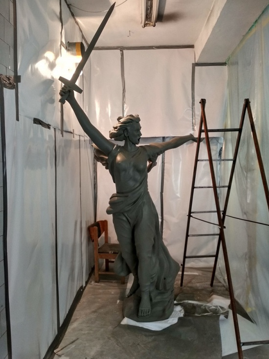Man 3D Prints a Soviet Motherland Old Statue