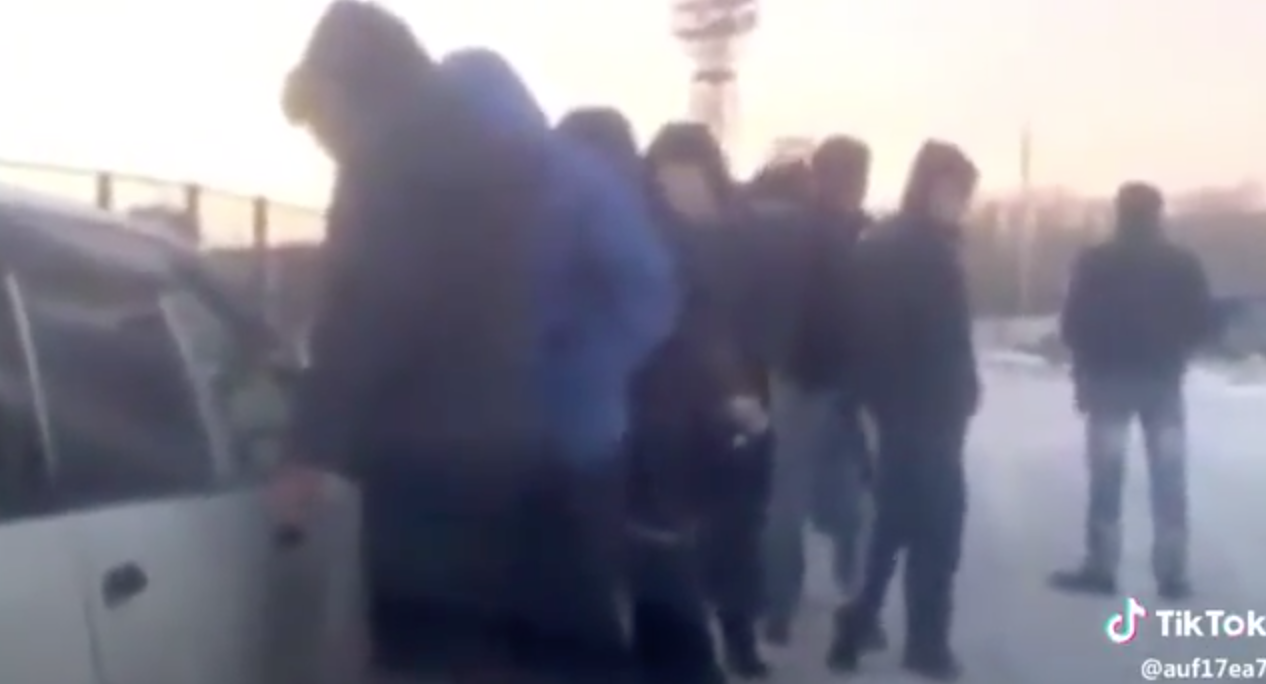 A Drug Dealer Selling Drugs Right on Street in Russian City [video]