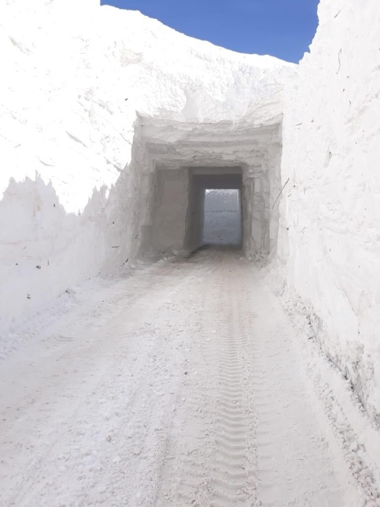 Snows Tunnels on a Caucas Highway [5 photos and a vid]