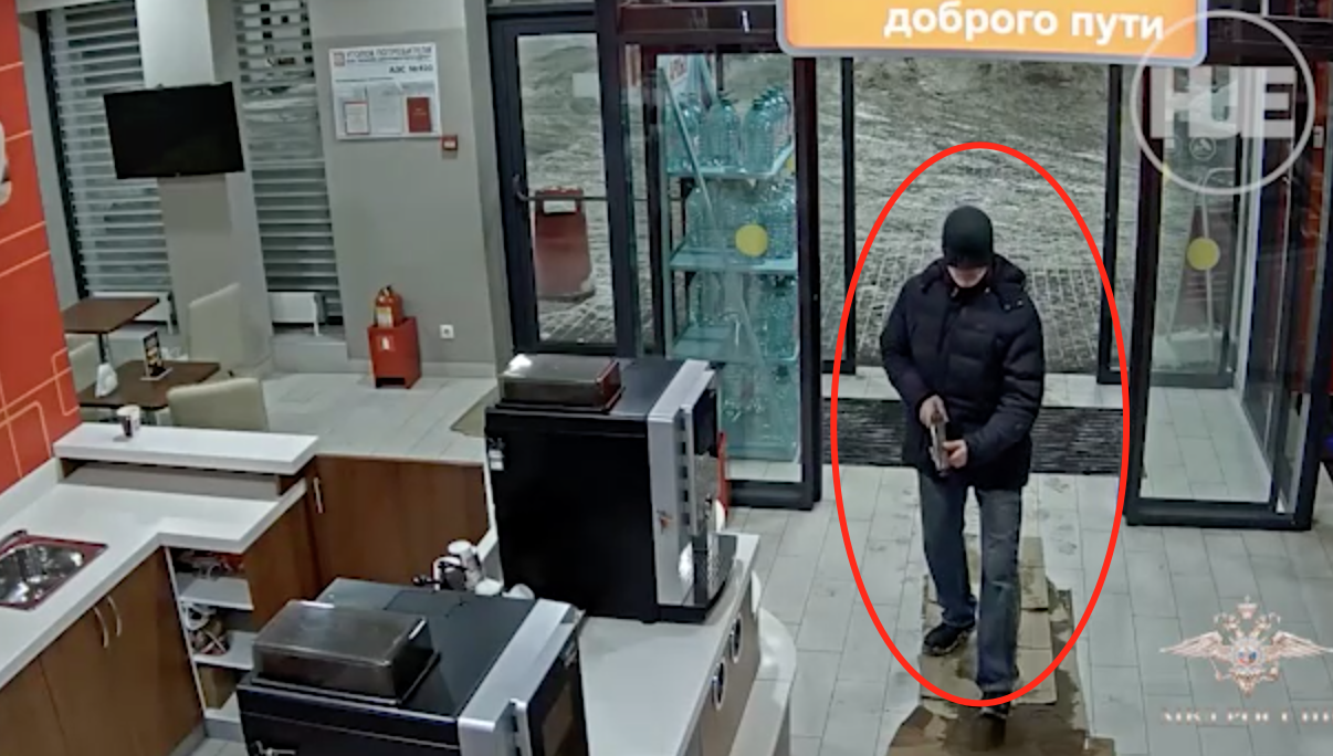Russian Guy Tries Rob Gas Station in a Funny Outfit