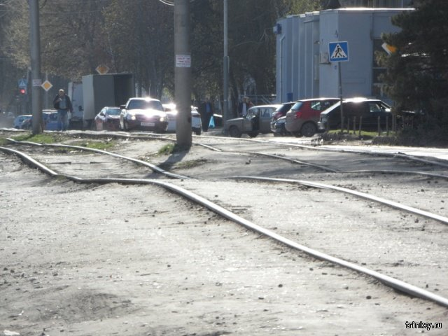 Rollercoaster Rails Waiting For a Speedy Tram