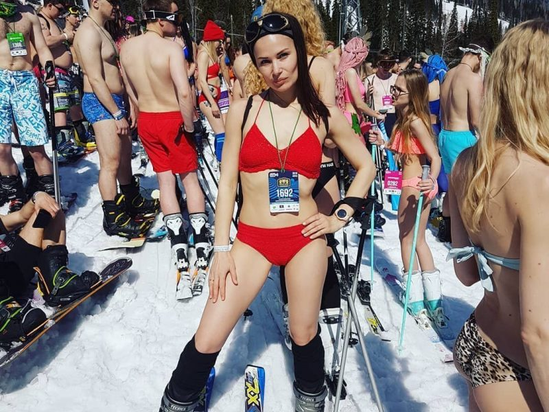 Record Breaking Bikini Slide From the Snowy Slope