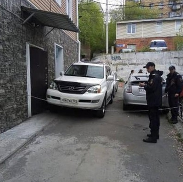 Lexus Driver Locked People In the House On the Victory Day