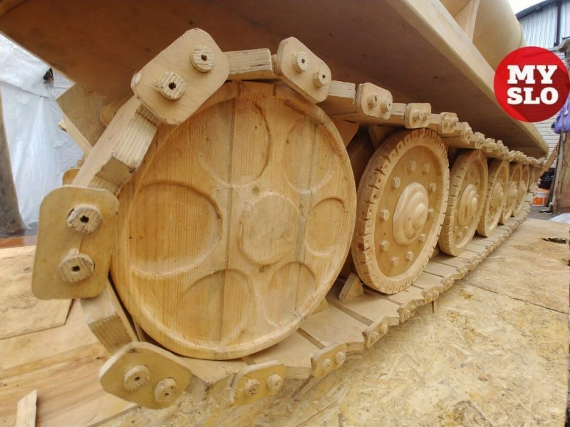 Russian Master Makes a Wooden Tank