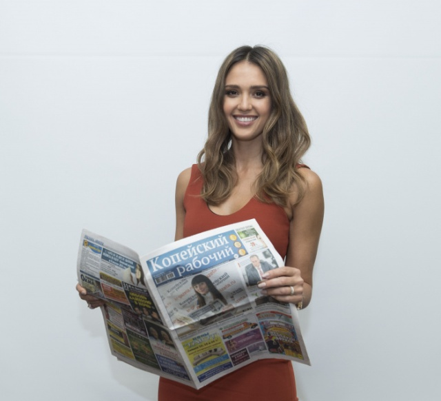 Hollywood Stars Read The Russian Newspaper!