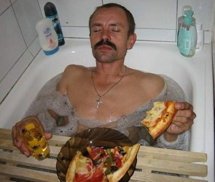 The Weird Passion of Russians to Eat in a Bath