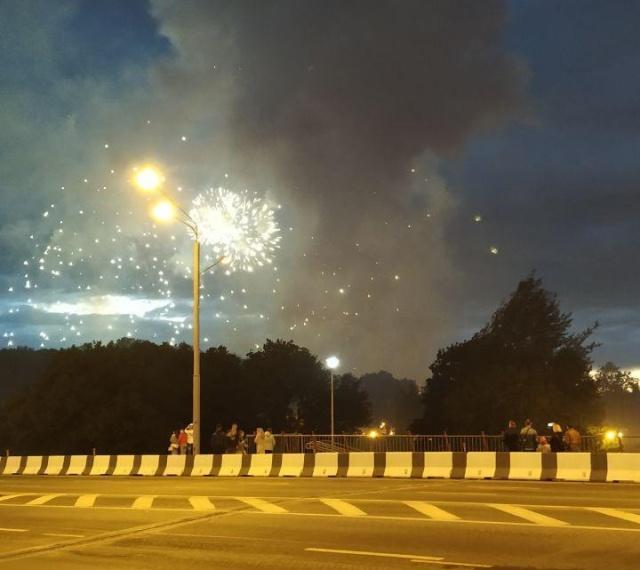 Во время салюта в Минске произошло ЧП (3 фото + 3 видео)