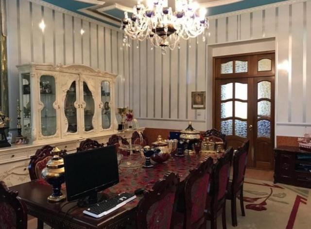 Цыганский барон из Омска продает свой шикарный особняк (7 фото)
