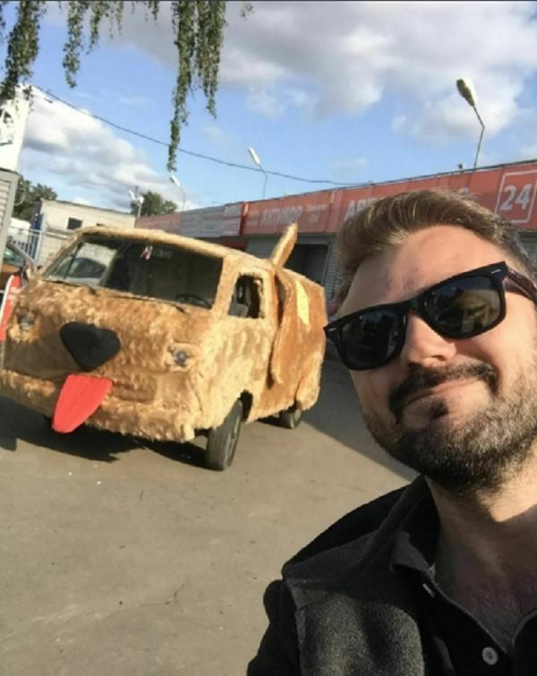 """Парень из Питера сделал себе собакомобиль из фильма """"Тупой и еще тупее"""" (5 фото + видео)"""