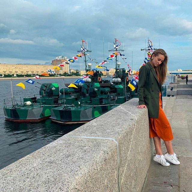 Фотоотчет с военно-морского парада в честь Дня ВМФ в Санкт-Петербурге (17 фото)