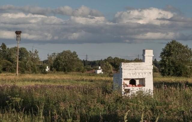Почему в поле стоят эти русские печи?