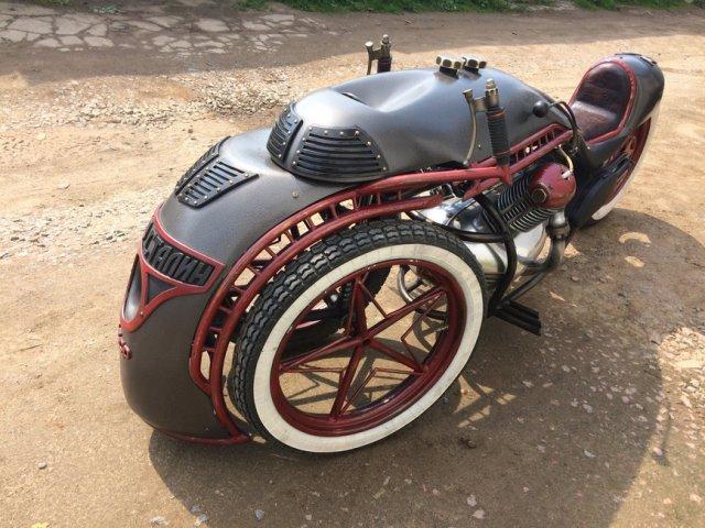 """Стимпанк-мотоцикл, стилизованный под советский паровоз """"Иосиф Сталин"""" (7 фото)"""