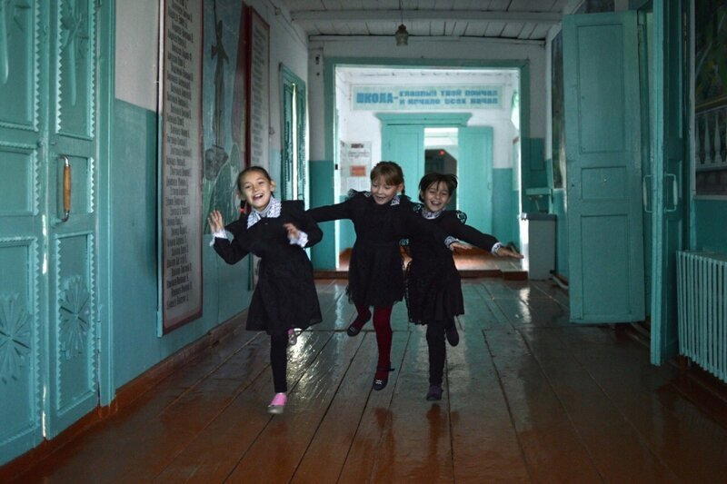 Happy Childhood In a Soviet School