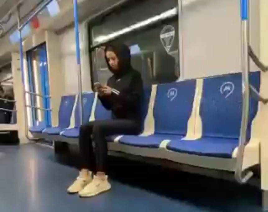 How Girls Deal With Manspreading In Moscow