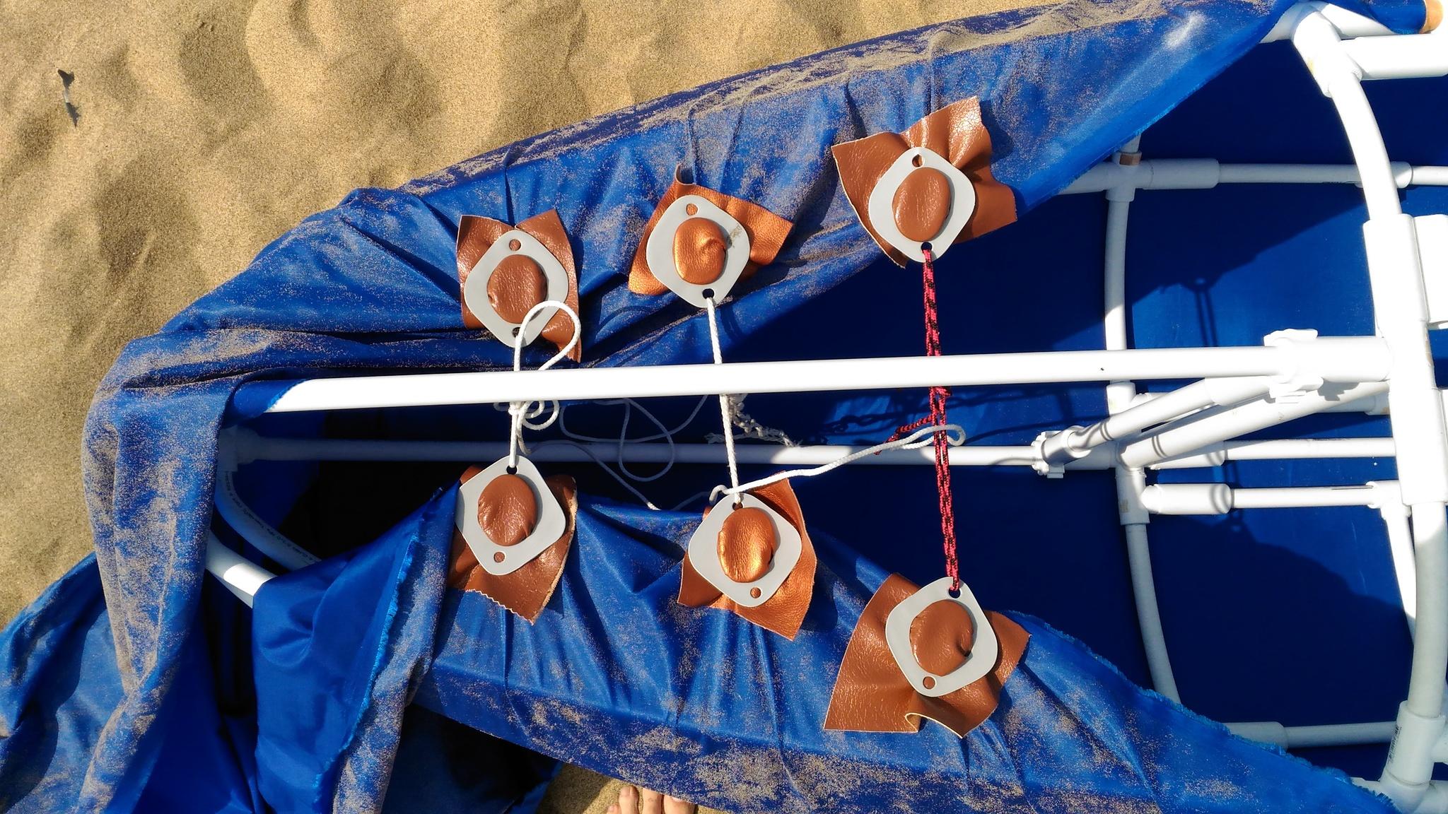 Умелец собрал лодку из водопроводных труб и наслаждается жизнью (9 фото)