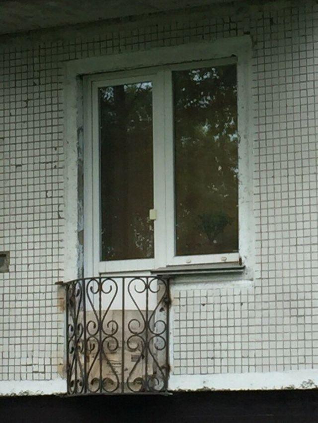 Безумные балконы, которых просто не должно существовать (15 фото)