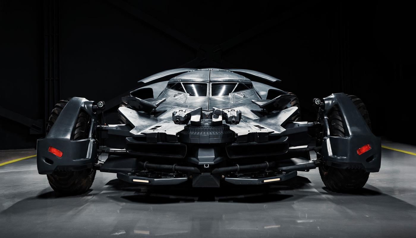 В Москве на продажу выставили «Бэтмобиль» с двигателем от танка