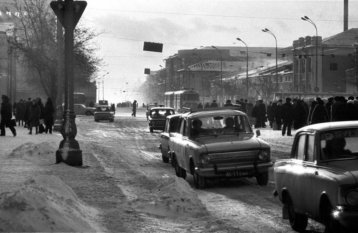Атмосферные фотографии Свердловска 1980–90-х годов Ивана Галерта