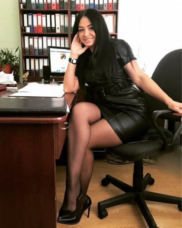Симпатичные офисные девушки