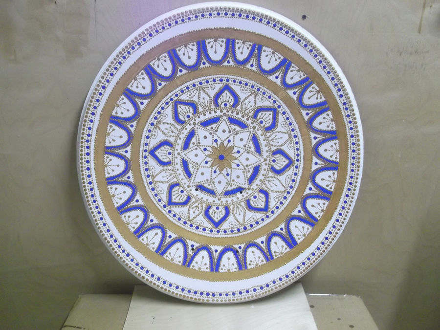 Retiree Paints Russian Patterns On Satellite Dishes