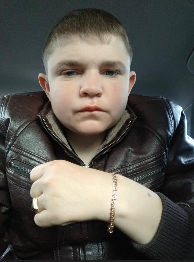 25-летний охранник, похожий на 12-летнего мальчика, набирает популярность в Сети