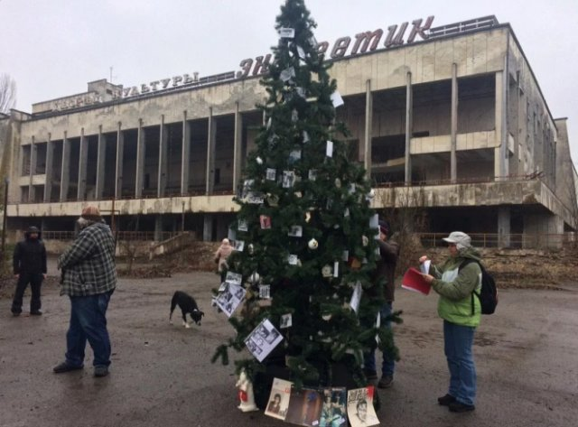 The Dead City of Pripyat Now Has a Christmas Tree!
