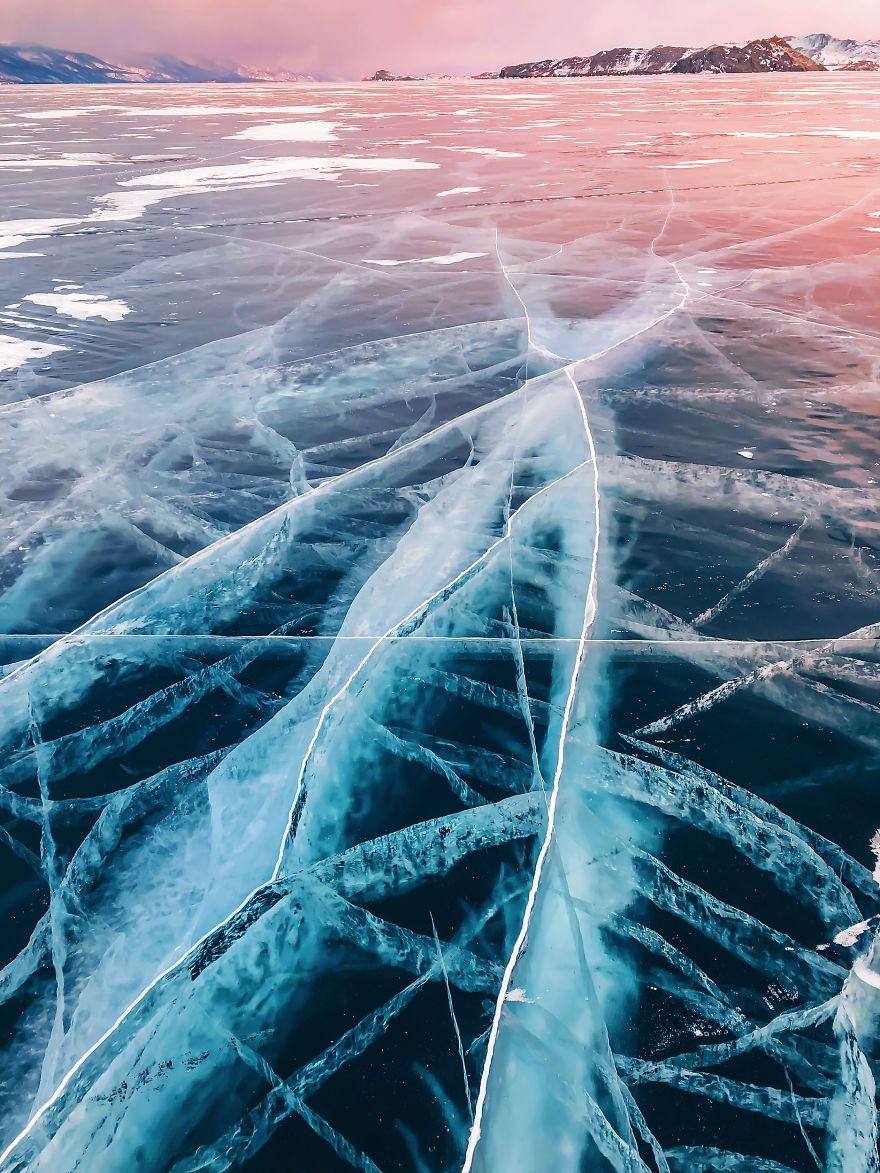 30 Incredible Photos of Frozen Baikal