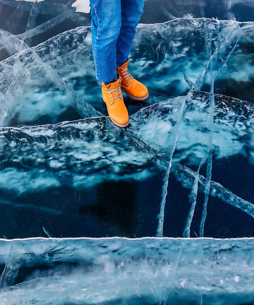 30 Incredible Photos of Frozen Baikal