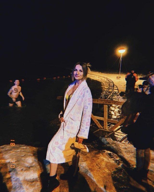 Красивые девушки на крещенских купаниях