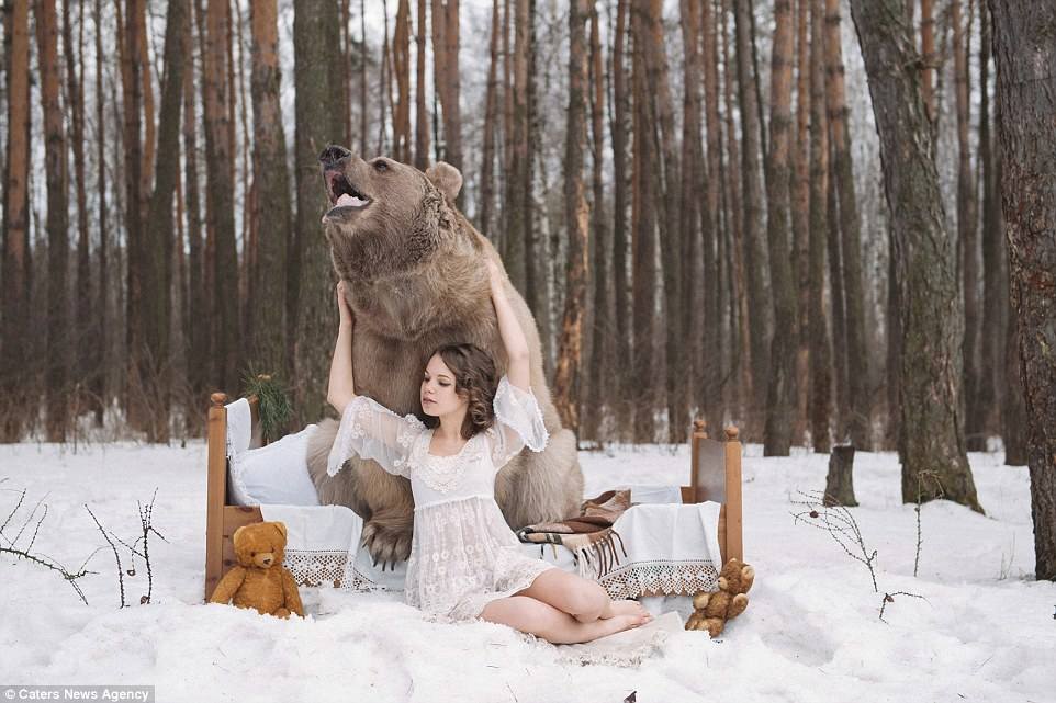 Russian Girls Bravely Pose With a Big Bear