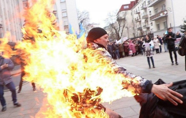 Man Sets Fire to Himself to Attract Attention of the Ukrainian President