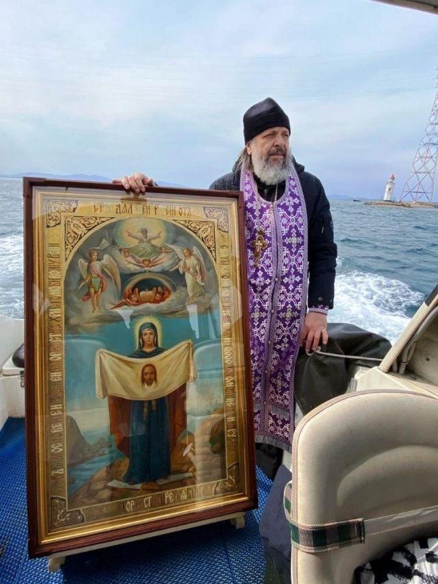 Морской крестный ход во Владивостоке