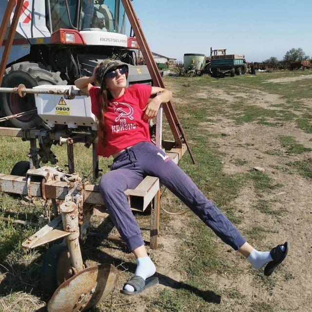 Наталья Ченчик – девушка-трактористка, которая не стесняется своей профессии