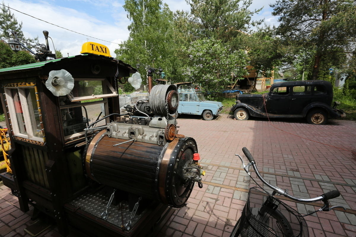 Russian Ex-Pilot Turns His House Into Steampunk Museum