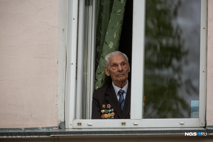 Russian Veterans Stay Home But Get Attention