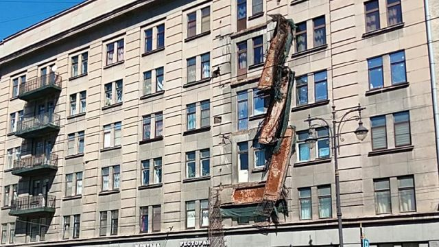 Three Balconies Collapsed At a Time In St. Petersburg