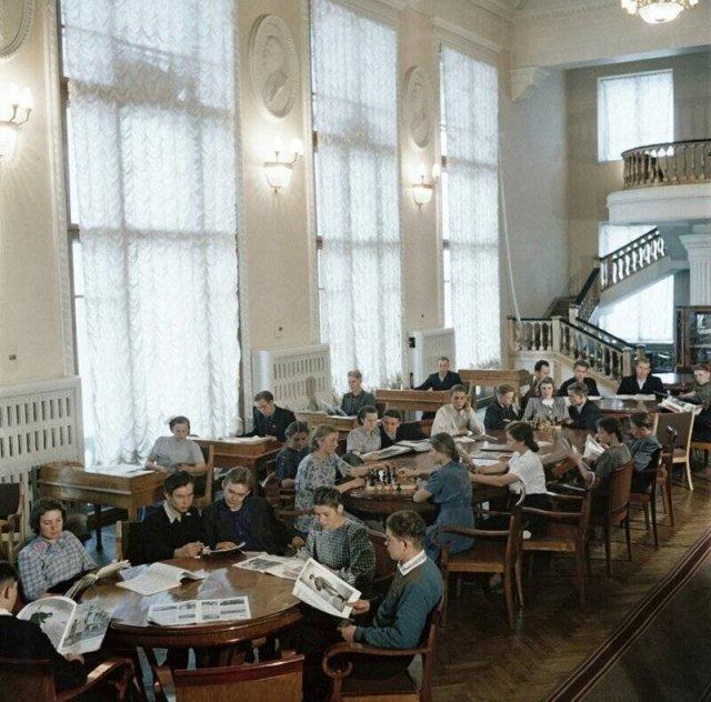 Теплые фотографии из советского прошлого, которые заставляют вспомнить только хорошее