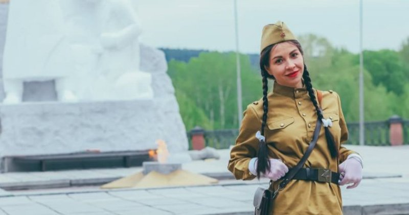 Katya Who Celebrated Victory Day With a Photoshoot At the Eternal Fire