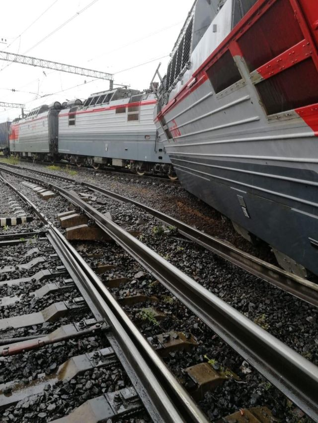 Two Trains Collapse In Saint Petersburg