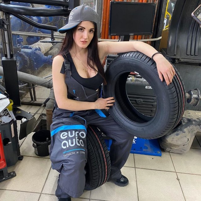 Pretty Car Mechanic Anastacia