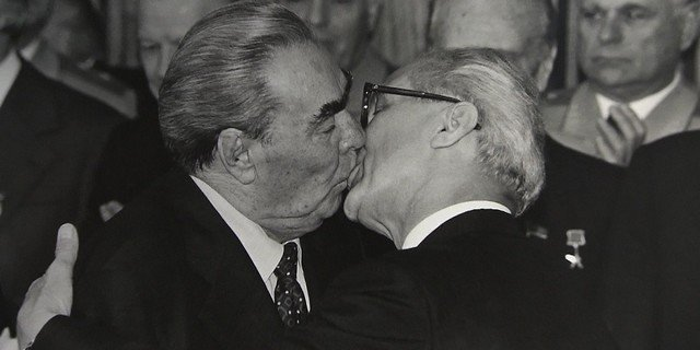 Kissing Tradition of Soviet Officials That Sank Into Oblivion