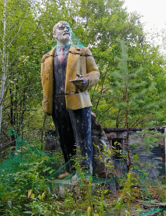 «Малая часть былого величия»: пост с фотографиями заброшенных пионерлагерей
