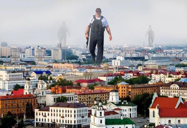 Александр Лукашенко с автоматом - над городом