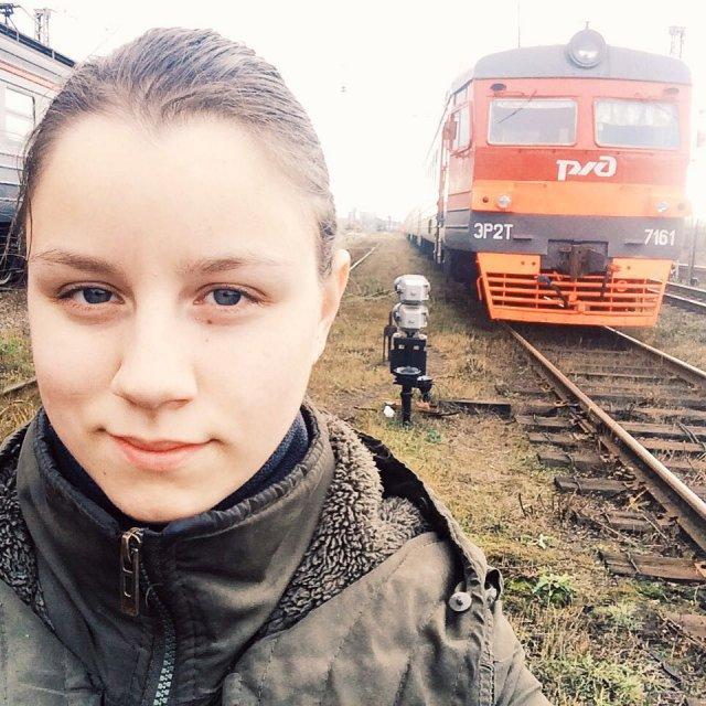Екатерина Сергеева около электрички