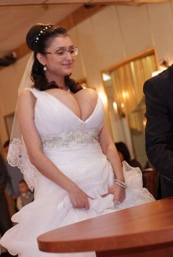 невеста с большим вырезом