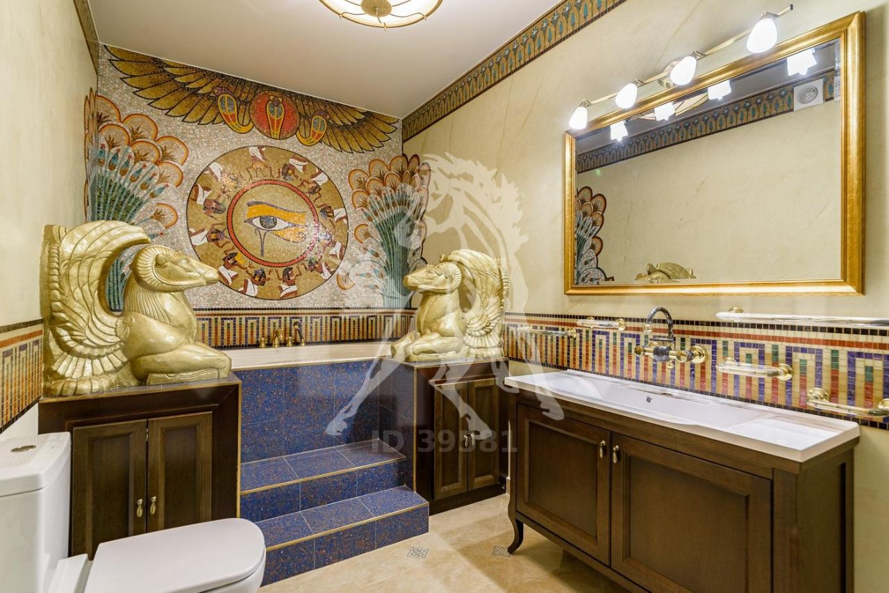 Moscow Pharaoh Puts His Apartment to Sale