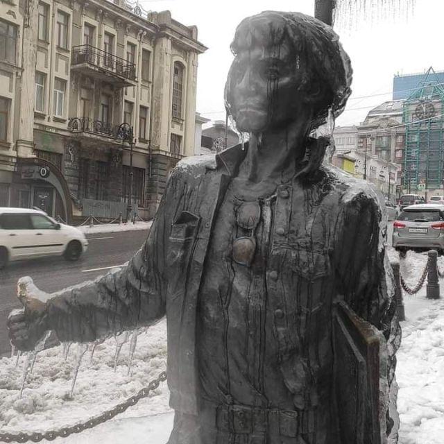 Заледеневшая статуя