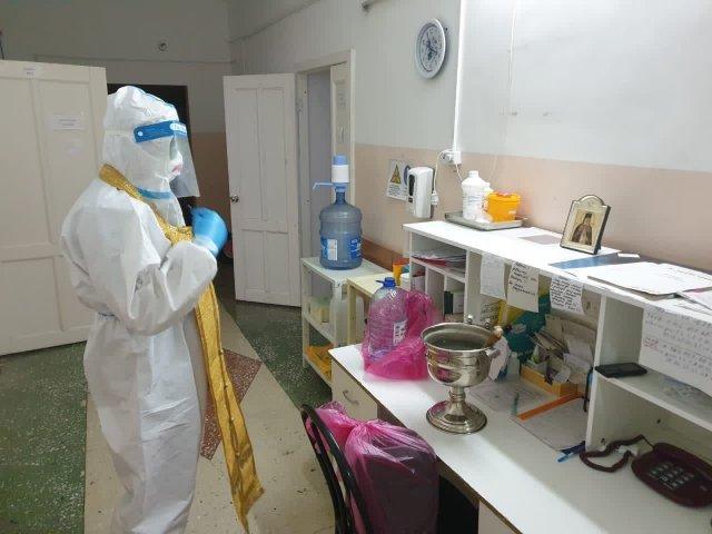 В Алтайском крае священник посетил госпиталь для больных коронавирусом